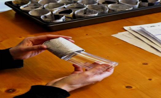 6. Retire o jornal cuidadosamente do copo. Pronto, está pronto para o uso