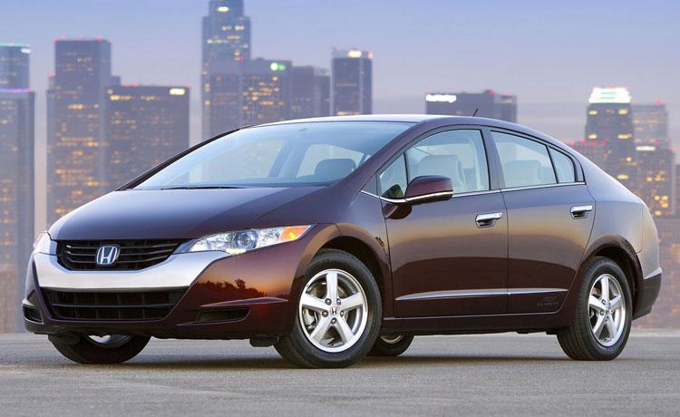 O Honda FCX Clarity é um modelo convencional, mas com pilha a combustível