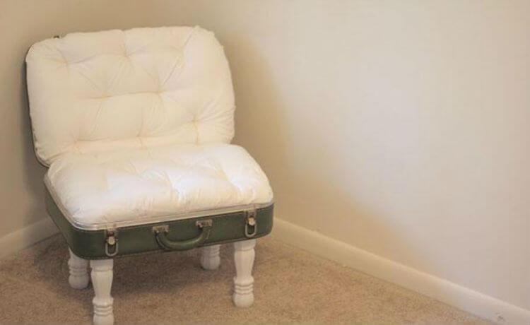 Mala de viagem antiga transformada em cadeira