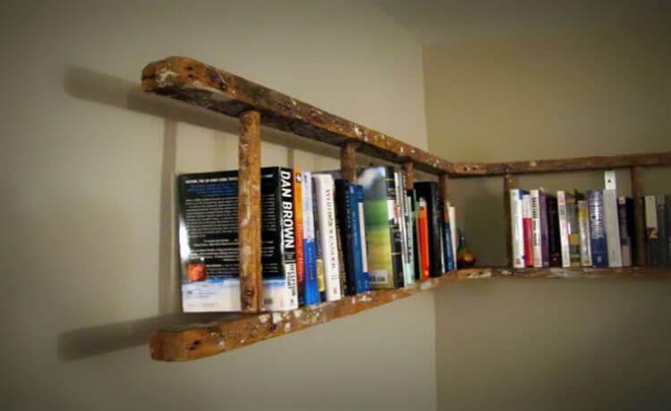 Transforme uma escada em estante para livros