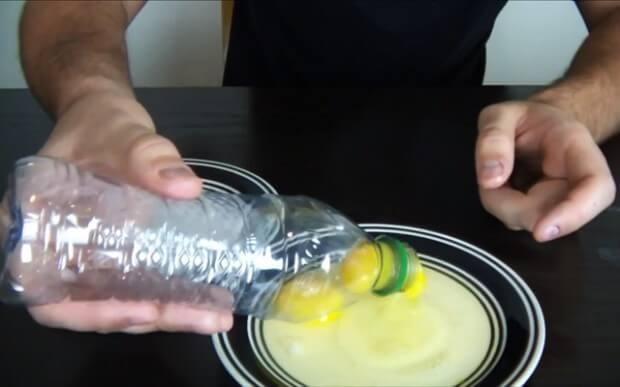 Separar a clara da gema com garrafa