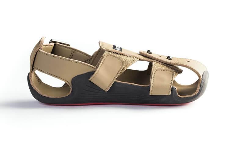 """Sapato que cresce"""" pode amenizar problema da falta de calçados para crianças carentes"""
