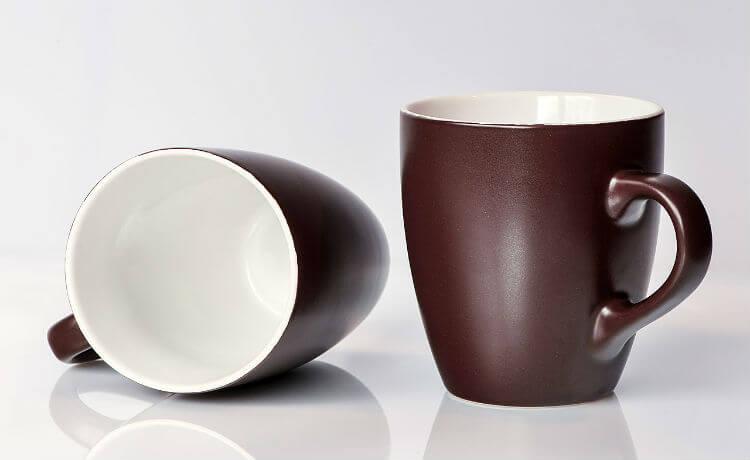 Caneca de cerâmica