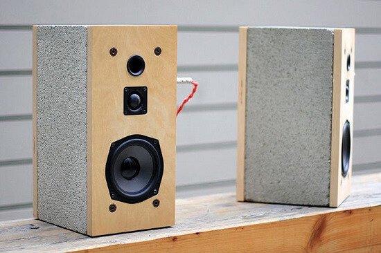 Caixa de som de blocos de concreto