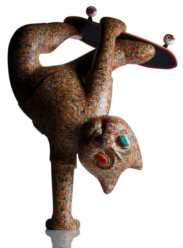 Gato skatista feito a partir de skates quebrados