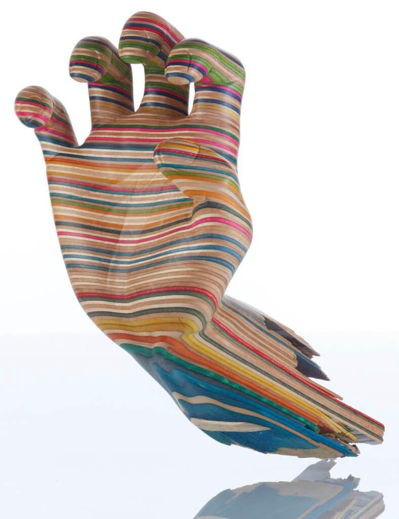Mão feita com a partir de skates quebrados
