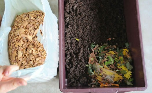 O material seco garante equilíbrio e ambiente agradável para as minhocas