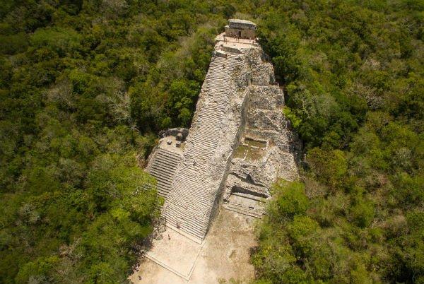 As ruínas da pirâmide Ixmoja, em Coba, no México