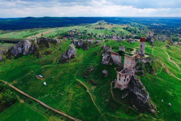 As ruínas do castelo Olsztyn, na Polônia