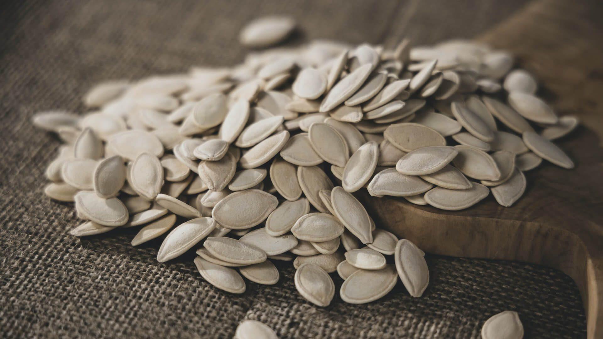 Alimentos que causam espinhas: semente de abóbora